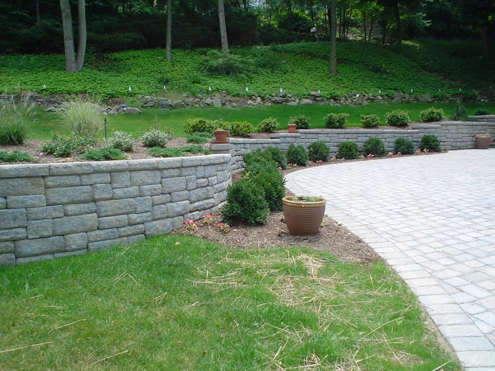 S R Quality Construction Retaining Walls